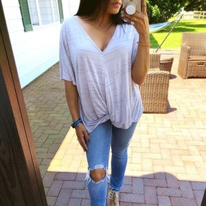 Tops - ⏬LAST• 'LEAH' lilac knot V neck tee